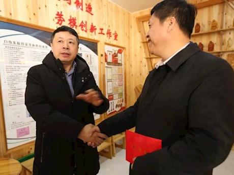 黑龙江省总工会副主席王东明深入漠河市走访慰问