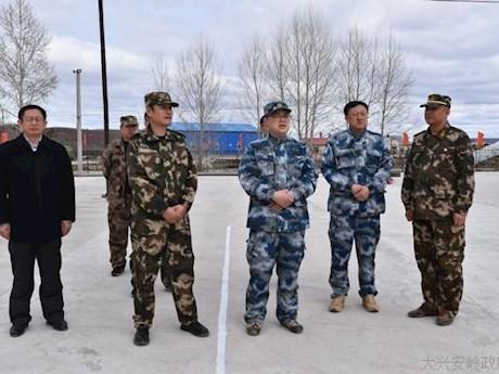 行署专员李大义深入到呼玛县三卡乡调研