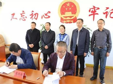 林管局副局长刘志陪同省科学院调研组深入松岭区调研