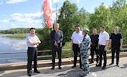 地委委员、地委组织部部长王利文一行深入十八站林业局就河长制、管护区经济、党建等工作进行调研指导