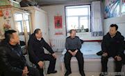地委委员、行署副专员刘洪久等地区领导走访慰问新林区困难职工和困难企业